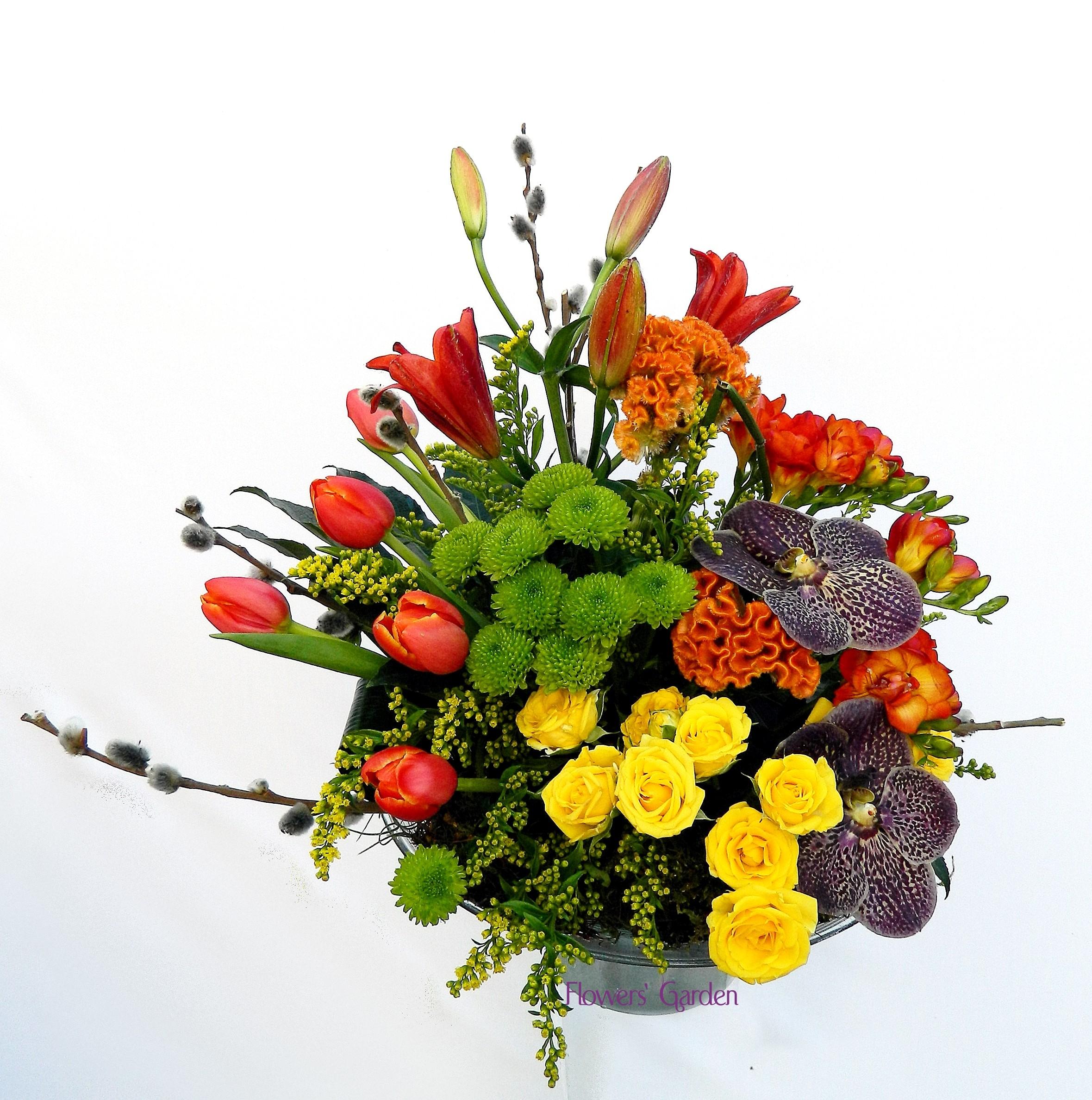 Aranjament Floral Cu Miniroze Crini Lalele Si Orhidee Flowers Garden