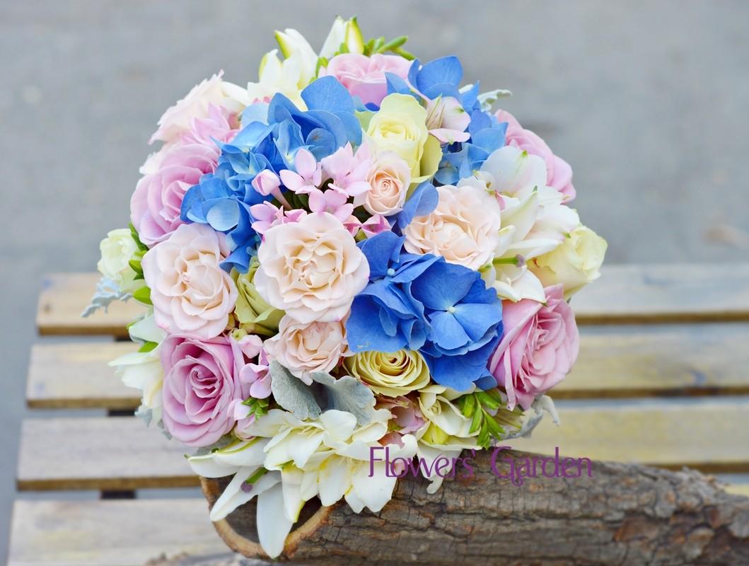 Buchet Mireasa Cu Hortensii Albastre Trandafiri Roz Si Frezii
