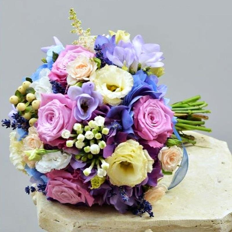 Buchet De Mireasa Cu Trandafiri Si Frezii Mov Flowers Garden